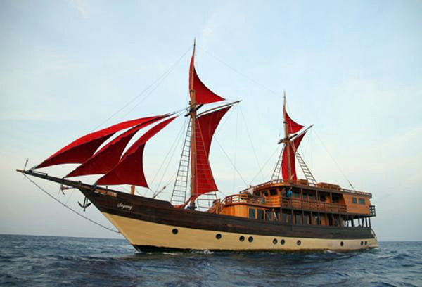 Used Phinisi Diving Schooner Sailboat For Sale