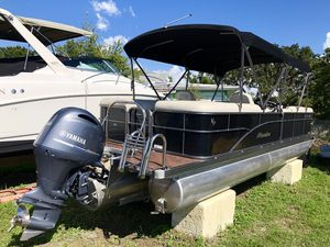 Used Manitou 25 Oasis RF Pontoon Boat For Sale