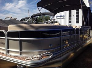 Used Berkshire 23CL4G STS23CL4G STS Pontoon Boat For Sale