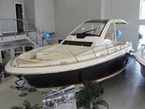 New Chris-Craft Launch 38 Express Cruiser Boat For Sale