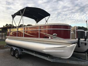 Used Crest II Series 230 Chiller Pontoon Boat For Sale