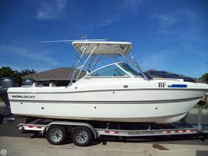 Used World Cat 230 DC Power Catamaran Boat For Sale