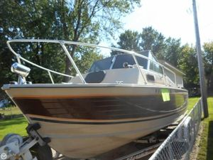 Used Crestliner Nordic 22 Walkaround Fishing Boat For Sale