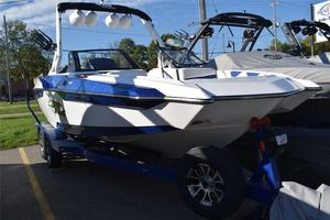 New Axis Wake Research A22Wake Research A22 Ski and Wakeboard Boat For Sale