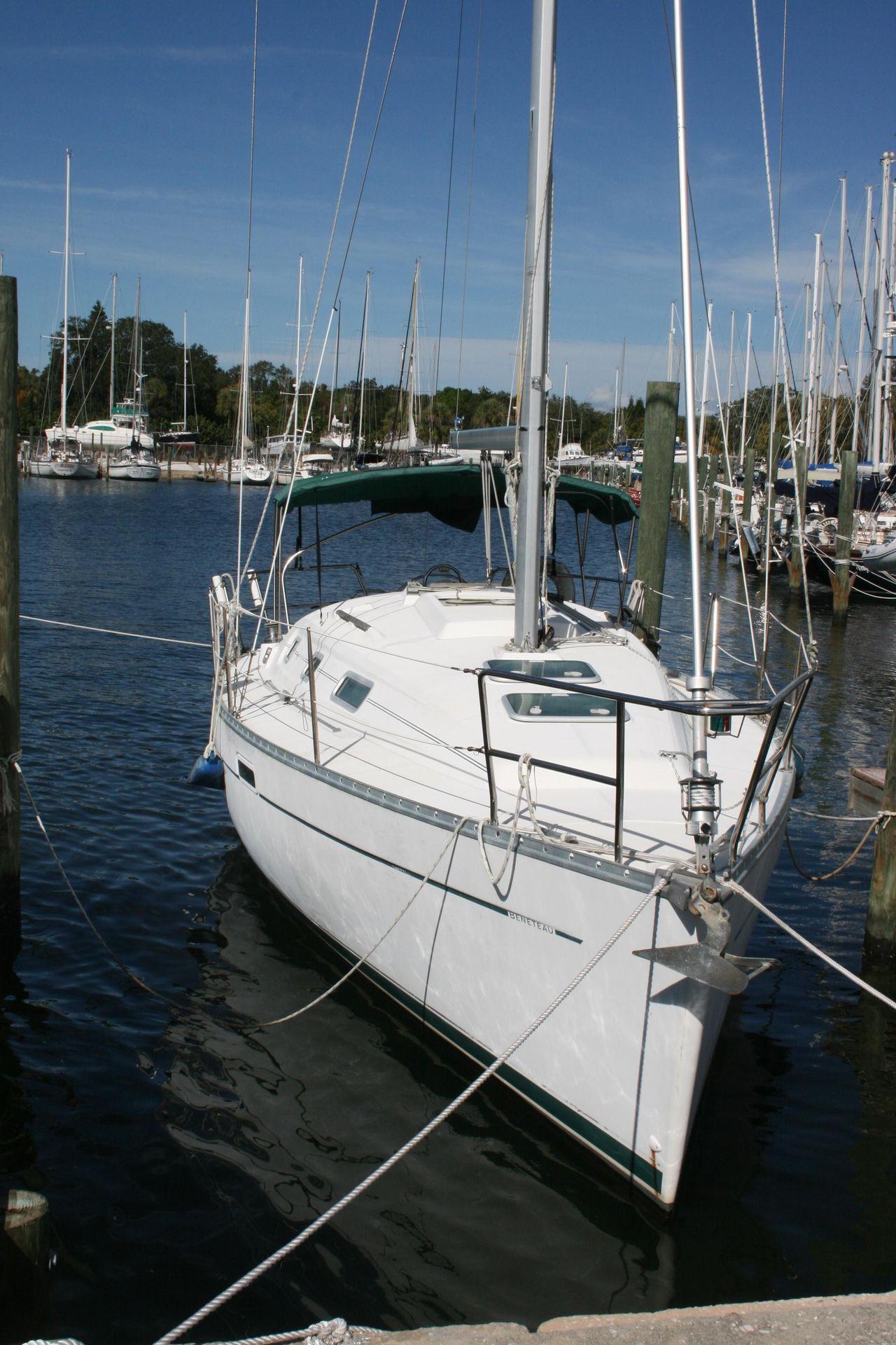 2000 Used Beneteau 311 Centerboard Cruiser Sailboat For Sale