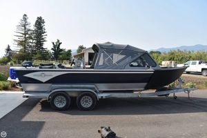 Used Willie 22 Predator Aluminum Fishing Boat For Sale