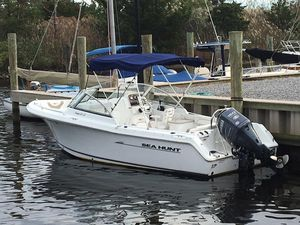 Used Sea Hunt Escape 220 LEEscape 220 LE Runabout Boat For Sale