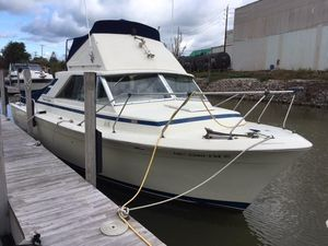 Used Chris-Craft 31 Commander Flybridge Boat For Sale