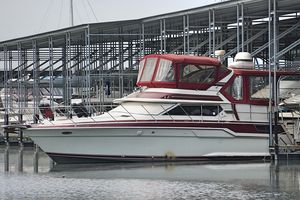 Used Wellcraft SAN REMO 43 Cruiser Boat For Sale