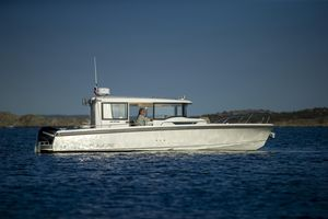 New Nimbus Commuter 9 Express Cruiser Boat For Sale