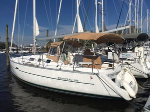 Used Beneteau 323 Cruiser Sailboat For Sale