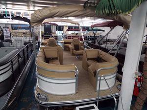 New Lowe SS230 Walk-ThruSS230 Walk-Thru Pontoon Boat For Sale