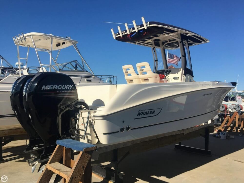 2015 Used Boston Whaler 220 Outrage Center Console Fishing