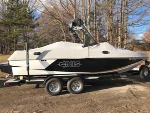 Used Axis Research Core Series T22Research Core Series T22 Ski and Wakeboard Boat For Sale