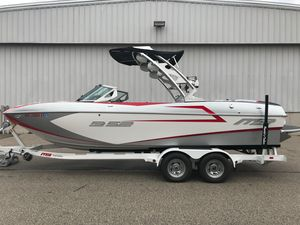 Used Mb B52B52 Ski and Wakeboard Boat For Sale