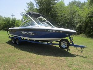 Used Moomba Mobius XLVMobius XLV Ski and Wakeboard Boat For Sale