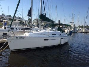 Used Beneteau Oceanis 281 Cruiser Sailboat For Sale