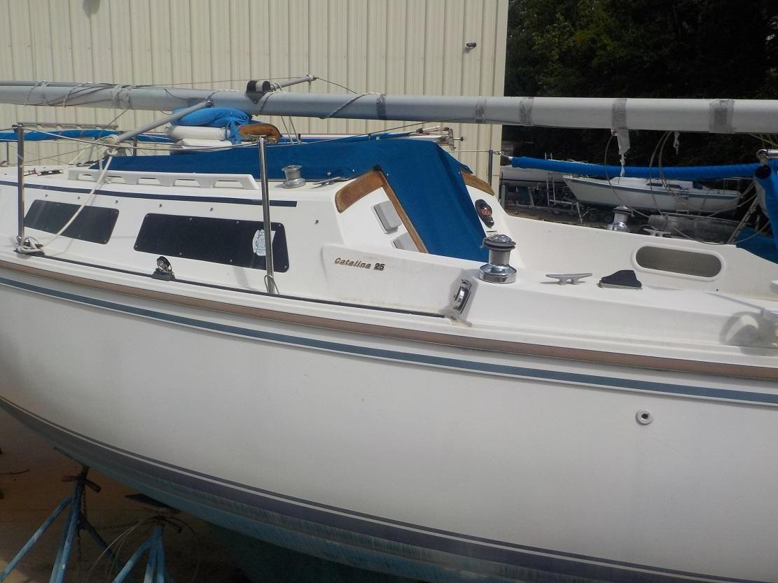 1987 Used Catalina 25 Cruiser Sailboat For Sale - $7,850