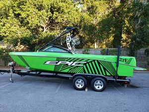 Used Epic 23V High Performance Boat For Sale