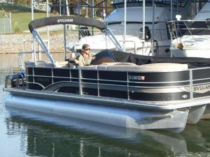 Used Sylvan 8522 Mirage LZ Pontoon Boat For Sale