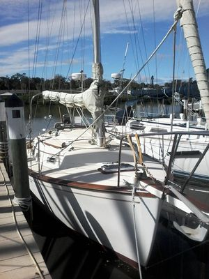 Used Island Packet 26 Mark II Cruiser Boat For Sale