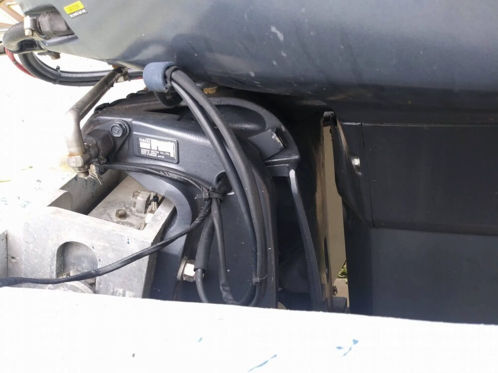 1990 Used Thompson 222 Predator Center Console Fishing Boat For Sale