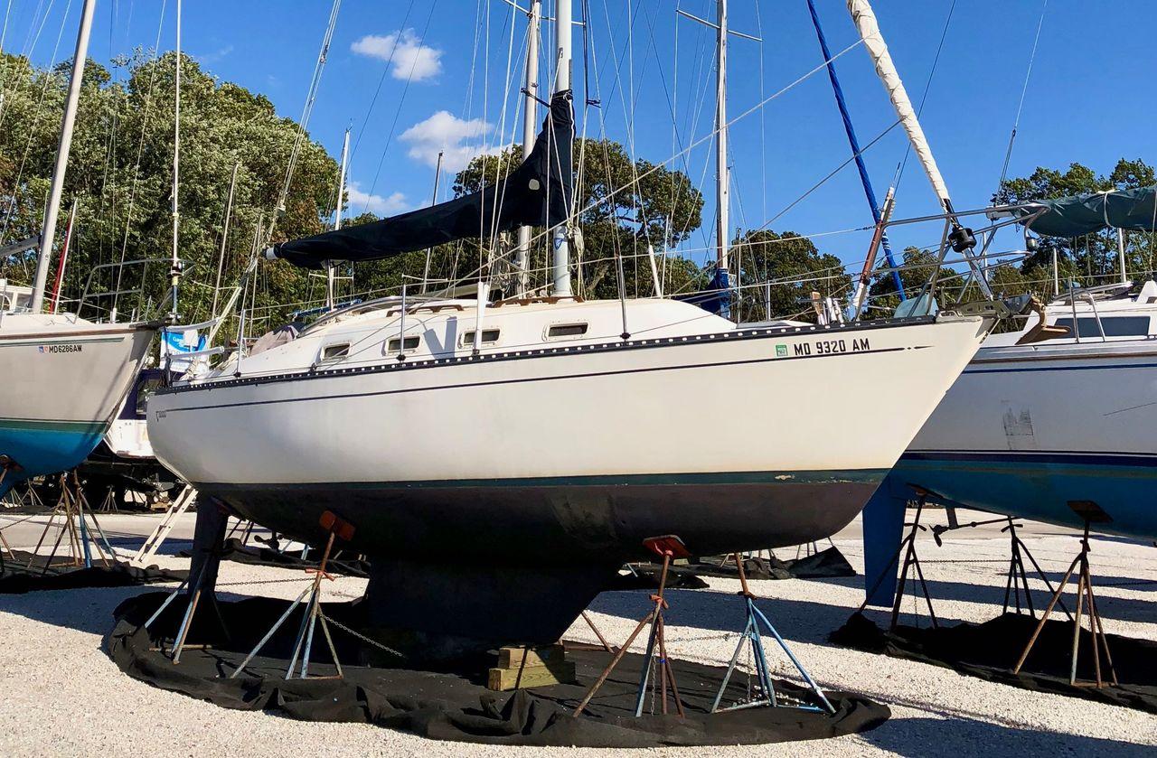 1985 Used Tartan 3000 Sloop Sailboat For Sale - $27,500