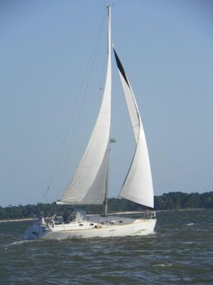 Used Beneteau 35 S7 Cruiser Sailboat For Sale