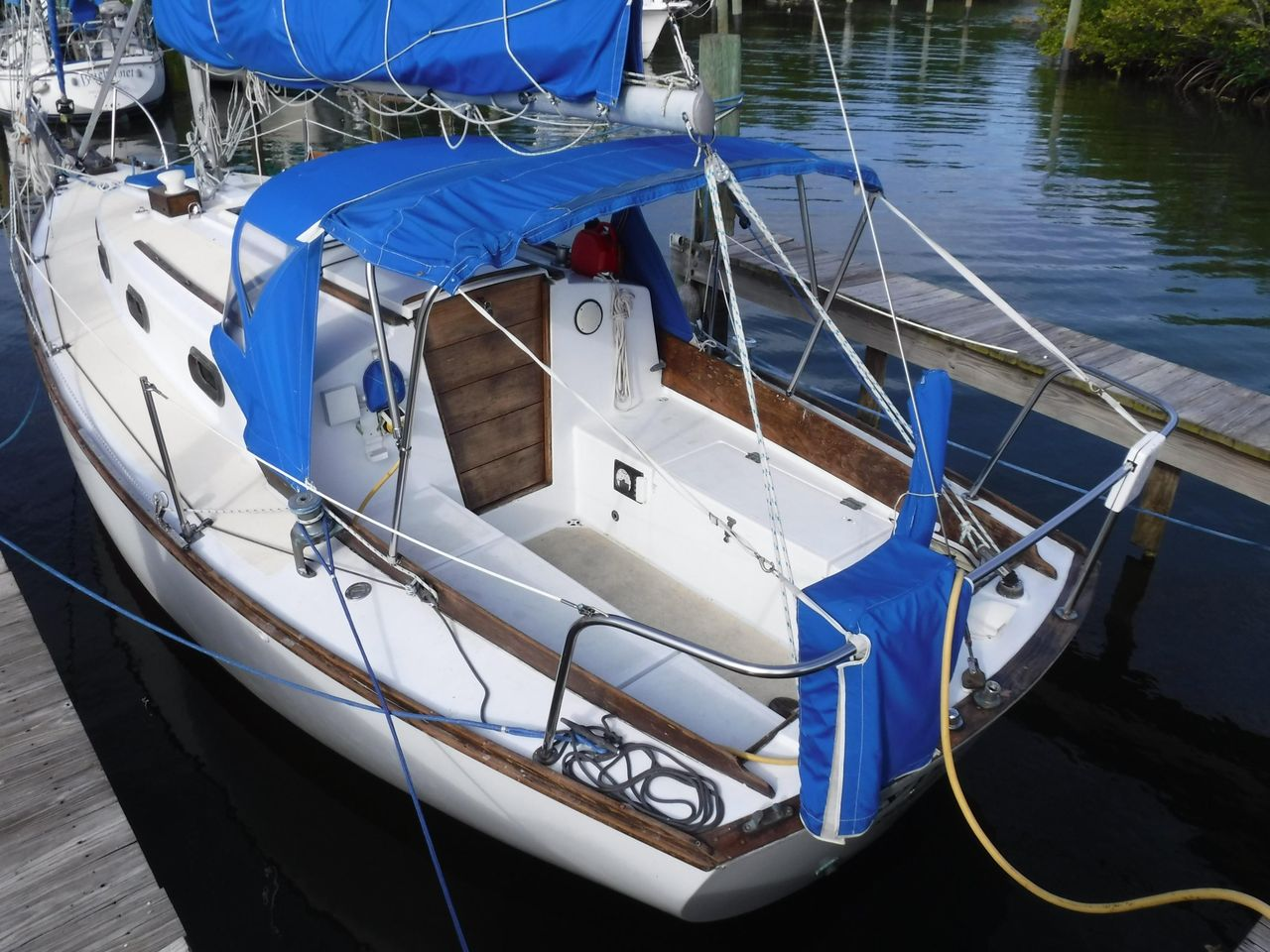 1977 Used Cape Dory 28 Cruiser Sailboat For Sale - $24,500 - Fort