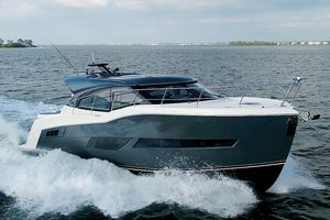 New Carver C43 Coupe Express Cruiser Boat For Sale