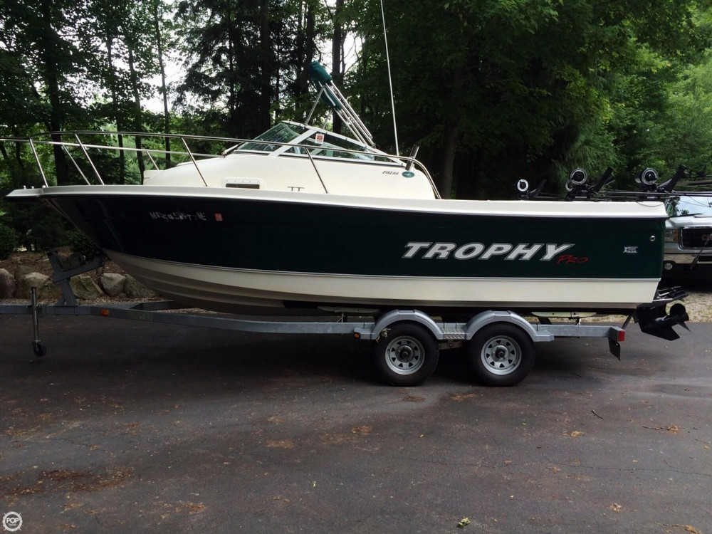 Used Trophy 2152 WA Walkaround Fishing Boat For Sale
