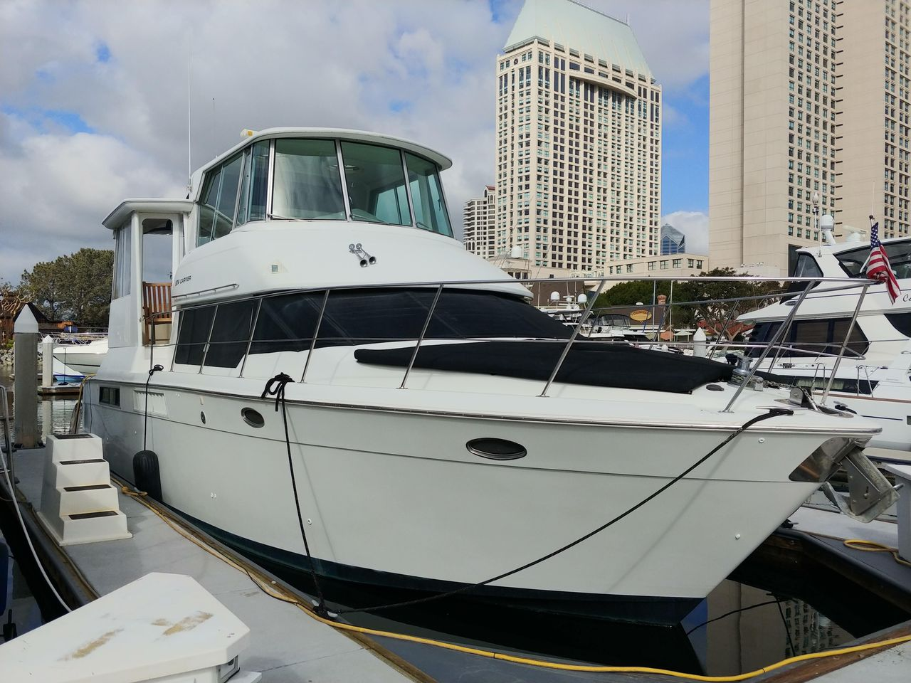 1996 Used Carver 504 Cockpit Motor Yacht Motor Yacht For