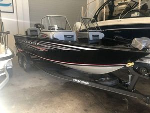 New Sun Tracker Party Barge 24 XP3Party Barge 24 XP3 Freshwater Fishing Boat For Sale