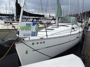Used Beneteau 323 Oceanis Sloop Sailboat For Sale