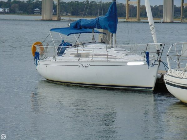 Used Beneteau First 285 Racer and Cruiser Sailboat For Sale