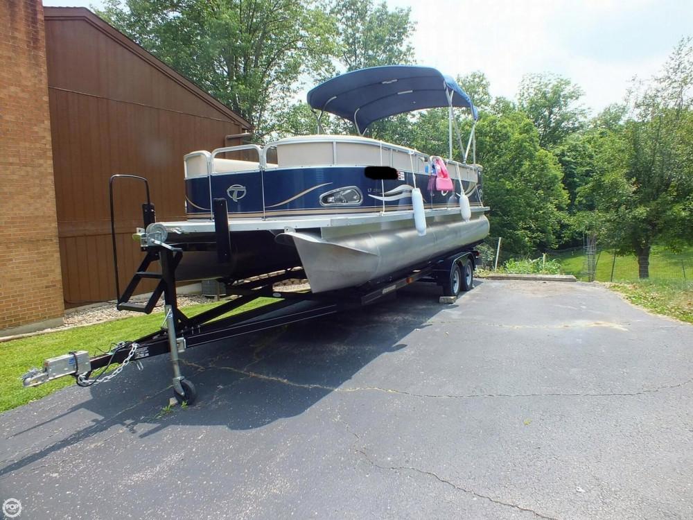 Used Tahoe Pontoon 2300 LT Cruise Pontoon Boat For Sale