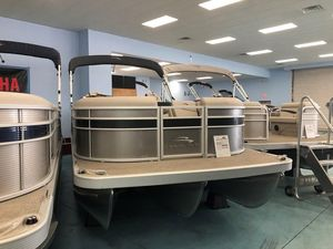 New Bennington SX22 Stern Radius Pontoon Boat For Sale