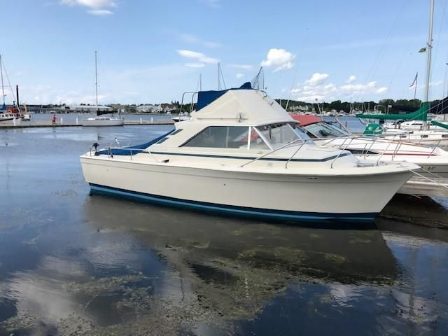 1974 Used Chris-Craft Commander 31 Sports Fishing Boat For Sale