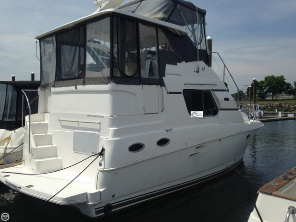 Used Silverton 322 Motor Yacht Aft Cabin Boat For Sale