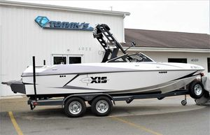 Used Axis Wake Research Core Series T22Wake Research Core Series T22 Ski and Wakeboard Boat For Sale