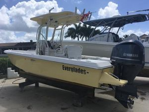 Used Everglades 223 CC Center Console Fishing Boat For Sale