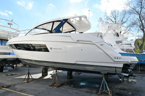 Used Cruisers 390 Express Cruiser Boat For Sale