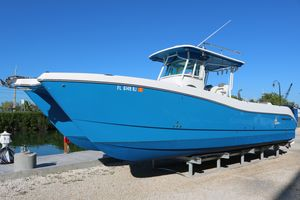 Used World Cat 320 CC320 CC Center Console Fishing Boat For Sale
