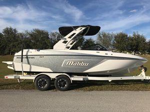 New Malibu WAKE SETTERWAKE SETTER Ski and Wakeboard Boat For Sale