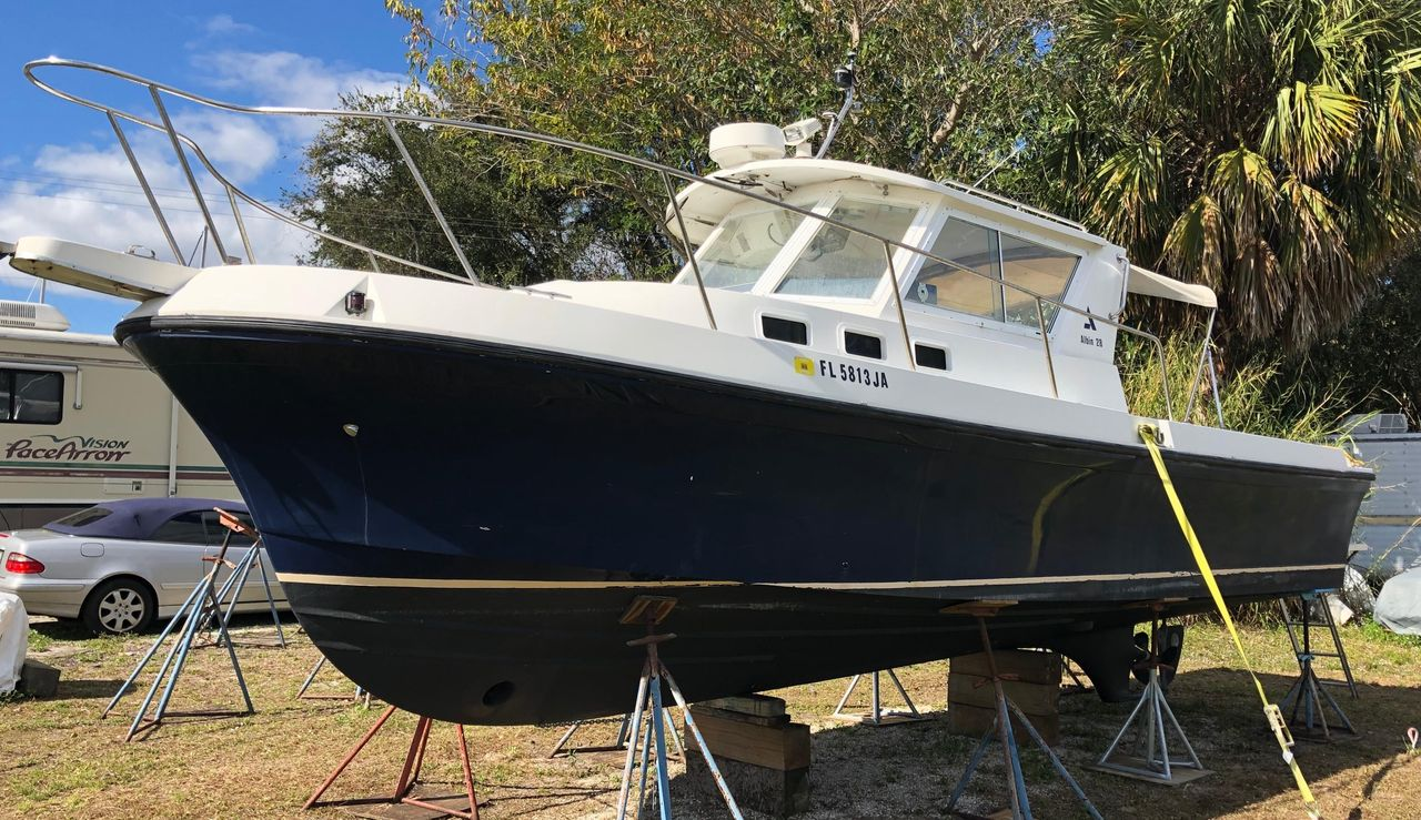 1995 Used Albin 28 Tournament Express Cruiser Boat For Sale