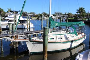 Used Island Packet IP 27 Cruiser Sailboat For Sale