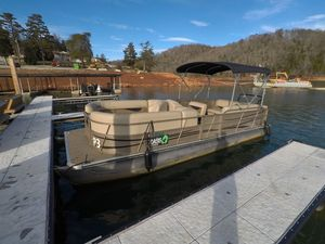 Used Bentley Pontoons 240 Cruise Pontoon Boat For Sale