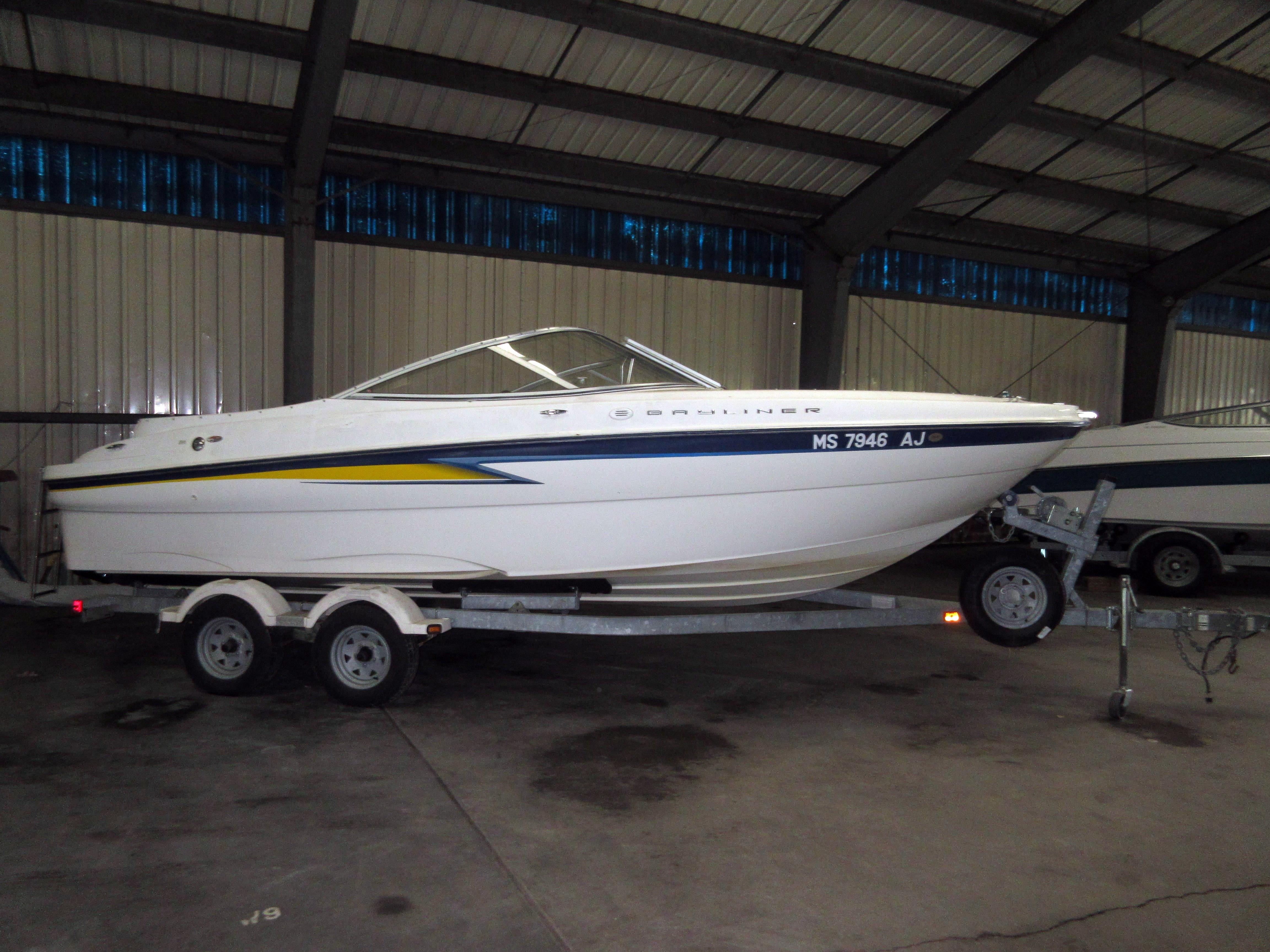 Used Bayliner 219 SD  11610 Bowrider Boat For Sale