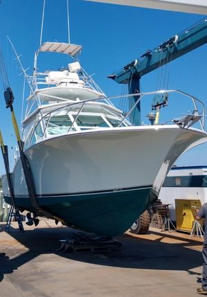 Used Carolina Classic 35 Express Cruiser Boat For Sale