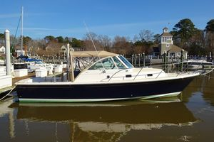 Used Hunt Yachts Surfhunter 29 Express Cruiser Boat For Sale